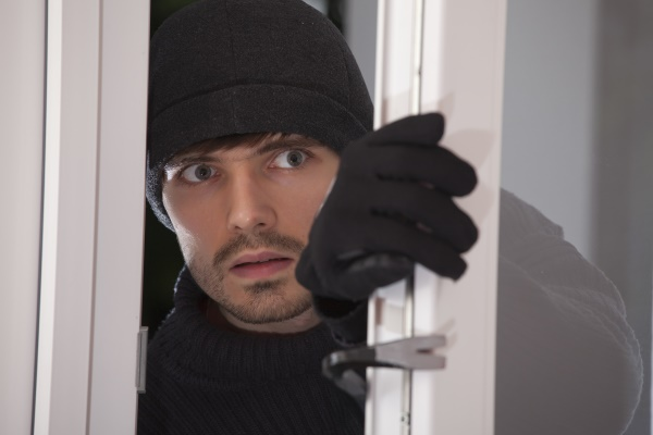 Burglar in Chicago - 5 tips to Deceive them